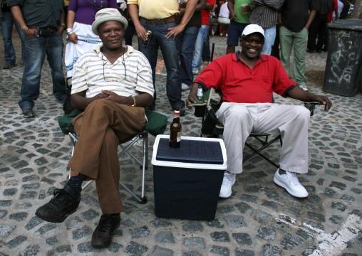 Nbulelo e Michael no Greenmarket Square tomando sua cervejinha (risos).